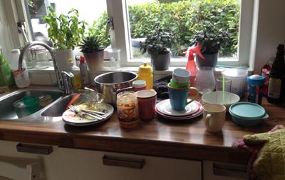 Als we niet meteen de afwas doen na de lunch.