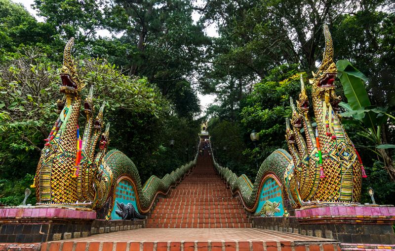 de draken trap Wat Phrathat Doi Suthep