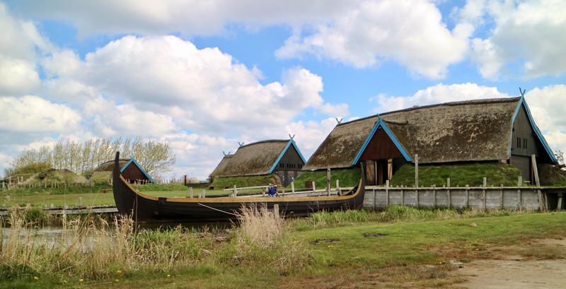 Bork Vikingehavn longboot