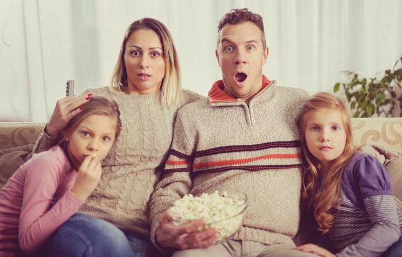 gezin tv kijken
