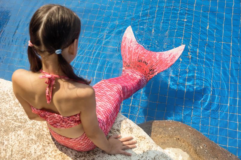zeemeermin zwemmen staart