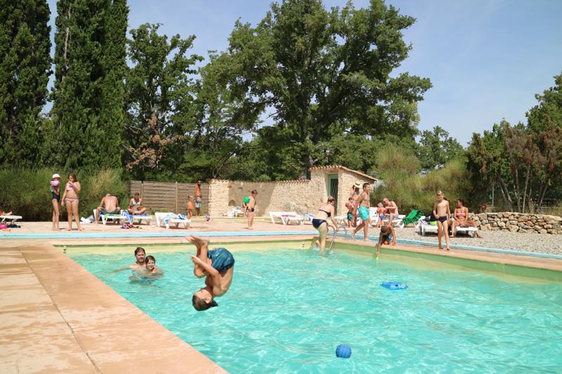 zwembad L-Avelanede