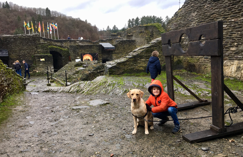 La Roche-en-Ardenne-kasteel-hond