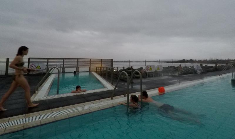 Het fontana zwembad in IJsland.