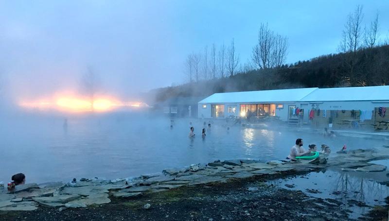 Het secret lagoon zwembad in IJsland