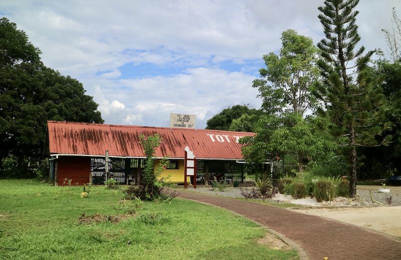 hoofdingang paramaribo zoo