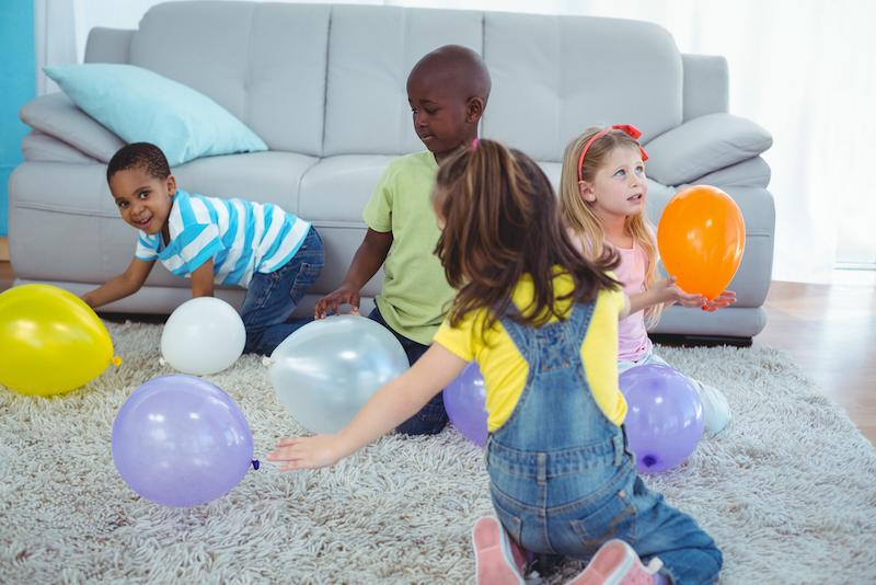 binnen spel ballonnen