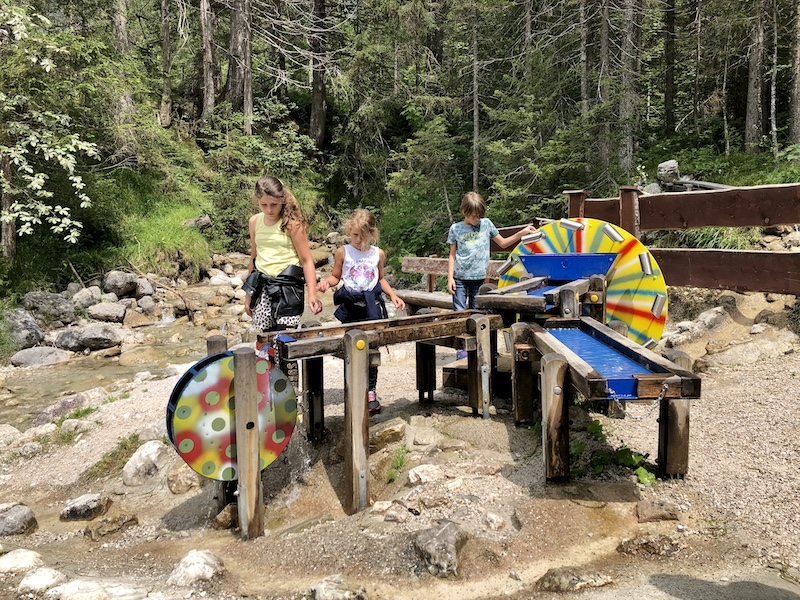 kindvriendelijke wandeling Ehrwald Wassererlebnisweg zugspitze