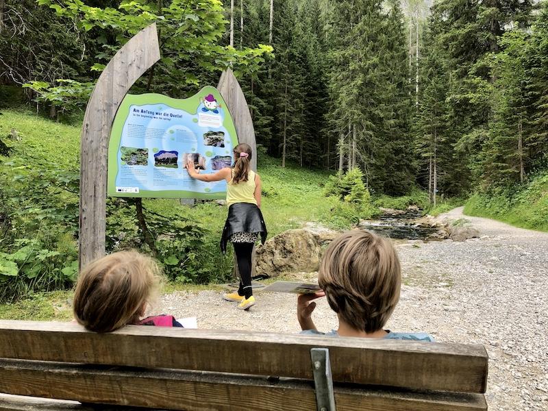 wandelen kinderen Ehrwald Wassererlebnisweg zugspitze